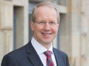 Stefan Schostok unterstützt die Refugee Law Clinic Hannover
