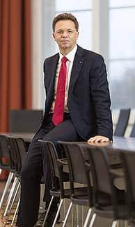 Volker Epping unterstützt die Refugee Law Clinic Hannover